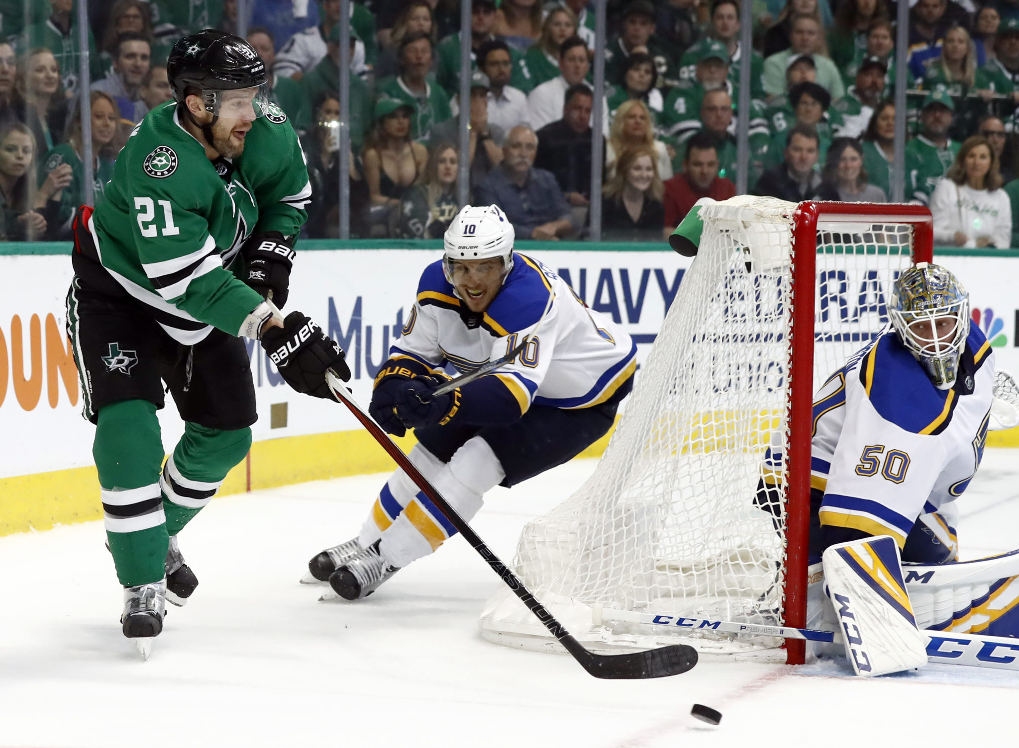 Stars Switch Top Lines And Beat Blues 4 2 To Even Series
