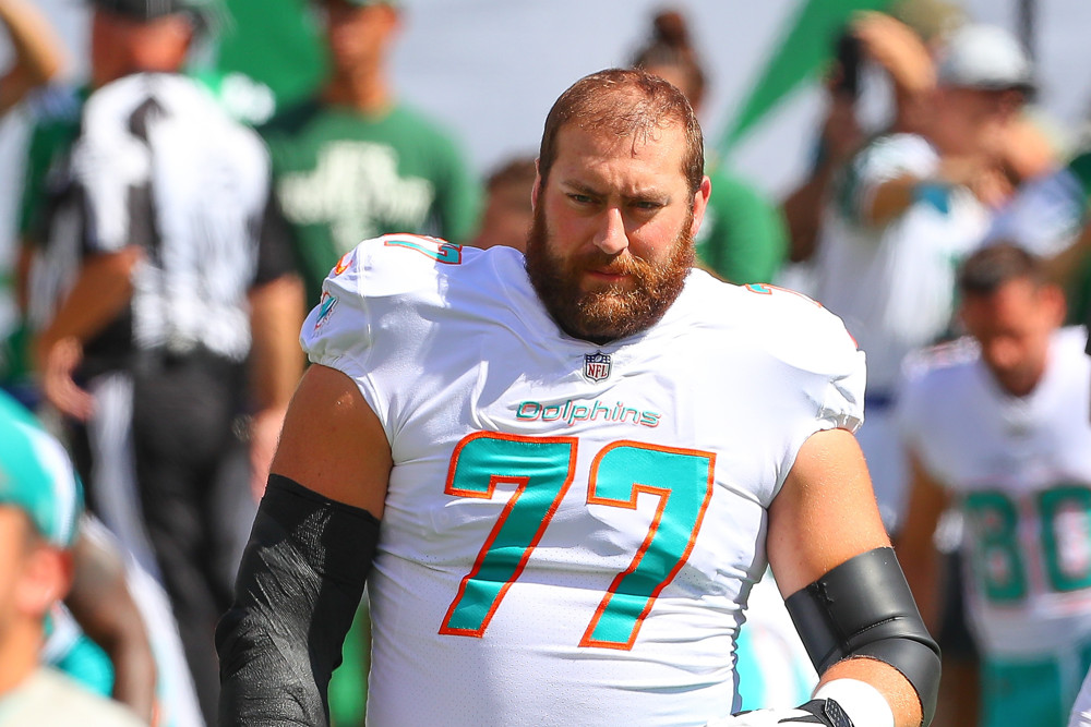 meet 0b61c 7eae5 Dolphins give Jesse Davis a three-year extension