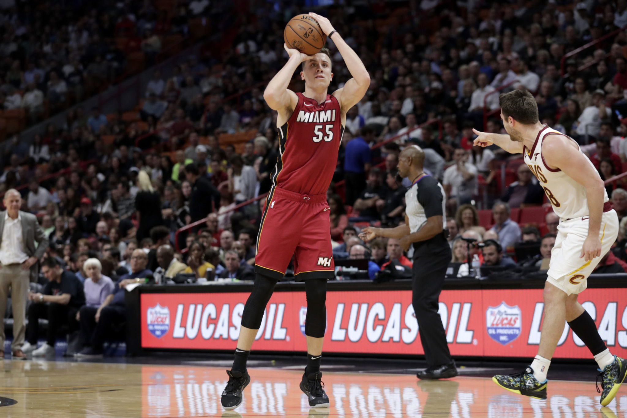 Duncan Robinson S Record Night Helps Heat Defeat Cavs
